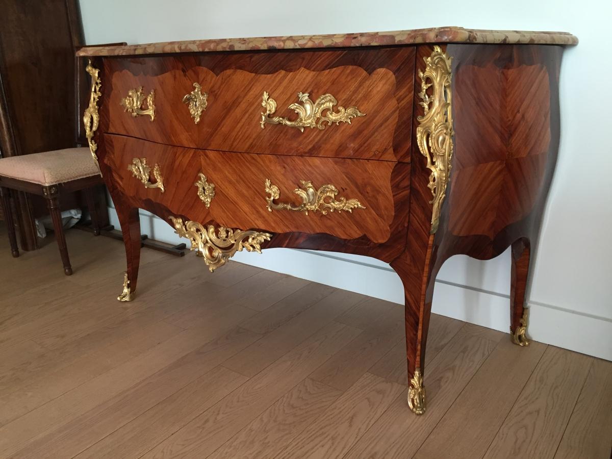 Commode louis xv en placage de palissandre et de bois de rose frapp d une estampille de pierre for Placage de bois exotique
